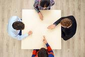 Vista superior de personas jugando piedra papel tijera — Foto de Stock