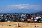 Cholula Pyramid in Puebla, Mexico and Popocatepetl volcano — Stock Photo