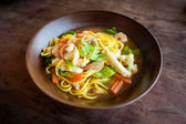 Thai fried noodle with prawns — Stock Photo