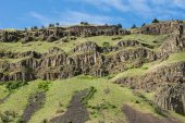 Rocky volcanic outcrops on hill — Stock Photo