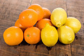 Citrus oranges and lemons on table — Stock Photo