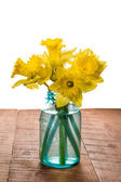 Bouquet of yellow daffodil flowers in a jar — Stock Photo