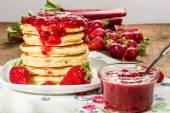 Pancakes with strawberry rhubarb jam — Stock Photo