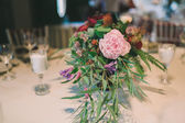 Flower composition on a wedding table — Stock Photo
