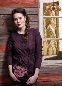 Fashionable girl and old wall — Zdjęcie stockowe