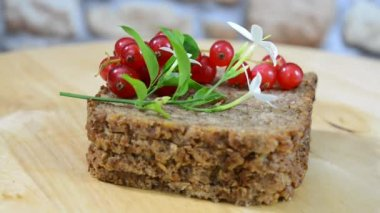 Wheat bread and red fruit — Stock Video