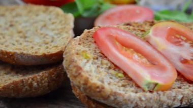 Dried bread and tomato — Stock Video