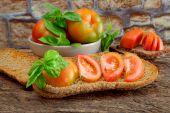 Chopped green tomatoes — Stock Photo