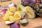 Pasta with artichokes — Stock Photo