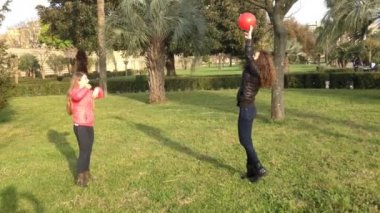 Girls playing volleyball — Stock Video