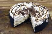 Decadent Ice Cream Cake — Stock Photo