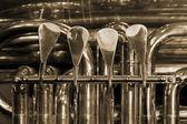 Versleten kleppen bas tubas — Stockfoto