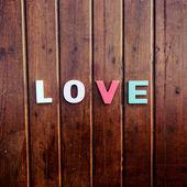 Ahşap masa üzerinde kelime aşk — Stok fotoğraf
