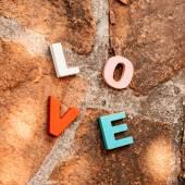 Parola amore sul pavimento di pietra — Foto Stock
