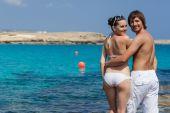 Beautiful couple standing near the sea — Stock Photo