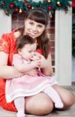 Porträt der jungen Mutter und Tochter — Stockfoto