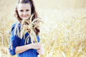 A woman in the meadow — Stock Photo
