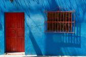 Bright blue building exterior — Stock Photo