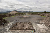 The Avenue of the Dead in Teotihuacan — Stock Photo