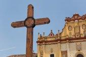 Wooden cross in front of catholic church — Foto de Stock