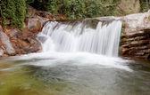 一座山的美丽瀑布 — 图库照片