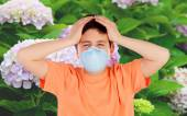 Child with a mask to prevent allergy — Stock Photo