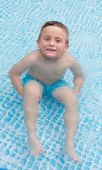 Happy child bathing in the pool — Stock Photo