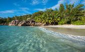 Praia ilha tropical — Fotografia Stock