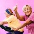 Senior fitness woman doing thumbs up. — Foto Stock