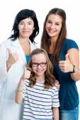 Teen girl and younger sister with dentist. — Stock Photo