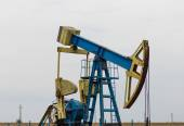 Operating oil and gas well — Stock Photo