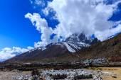 Beautiful alpine scenery in the Himalayas — Stock Photo