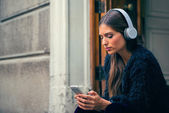 Woman listen music — Stock Photo