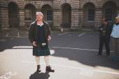 A man dressed in a kilt — Stock Photo