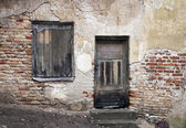 Old window and door with cracked wall — Stock Photo