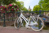 White bicycle in Amsterdam — Stock Photo