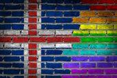 Pared de ladrillo oscuro - homosexualidad - islandia — Foto de Stock