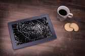 Tablet computer with broken glass — Stock Photo