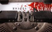 Nota sangrenta - inscrição Vintage feita pela velha máquina de escrever — Fotografia Stock