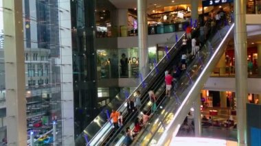 People are taking escalators in a shopping mall — Stock Video