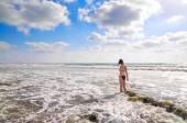 žena v moři — Stock fotografie