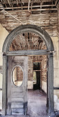 Entry archway of an abandoned building in the American Southwest — Stock Photo