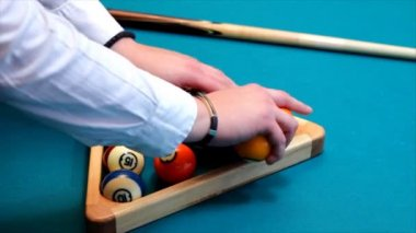 Preparing for the game of billiards — Stock Video