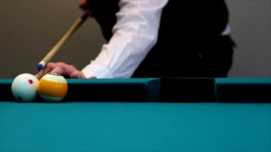 Man playing billiards — Stock Video