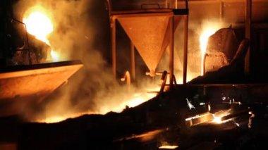 Odlewnicze, wytopu żelaza w piecach — Wideo stockowe