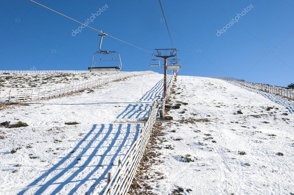 Telesilla de la estación de esquí Navacerrada — Foto de ...