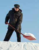 Man removing snow — Stock Photo