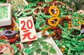 Jade jewelery at the Yaumatei jade market, Hong Kong — Foto de Stock
