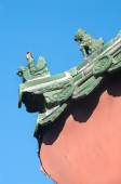 Traditional ceramic figures on the roof of the Lama Temple, Beijing — Stock Photo