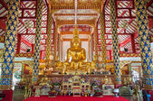 Large golden Buddha statues on the altar at Wat Suan Dok, Chiang Mai, Thailand — Stock Photo